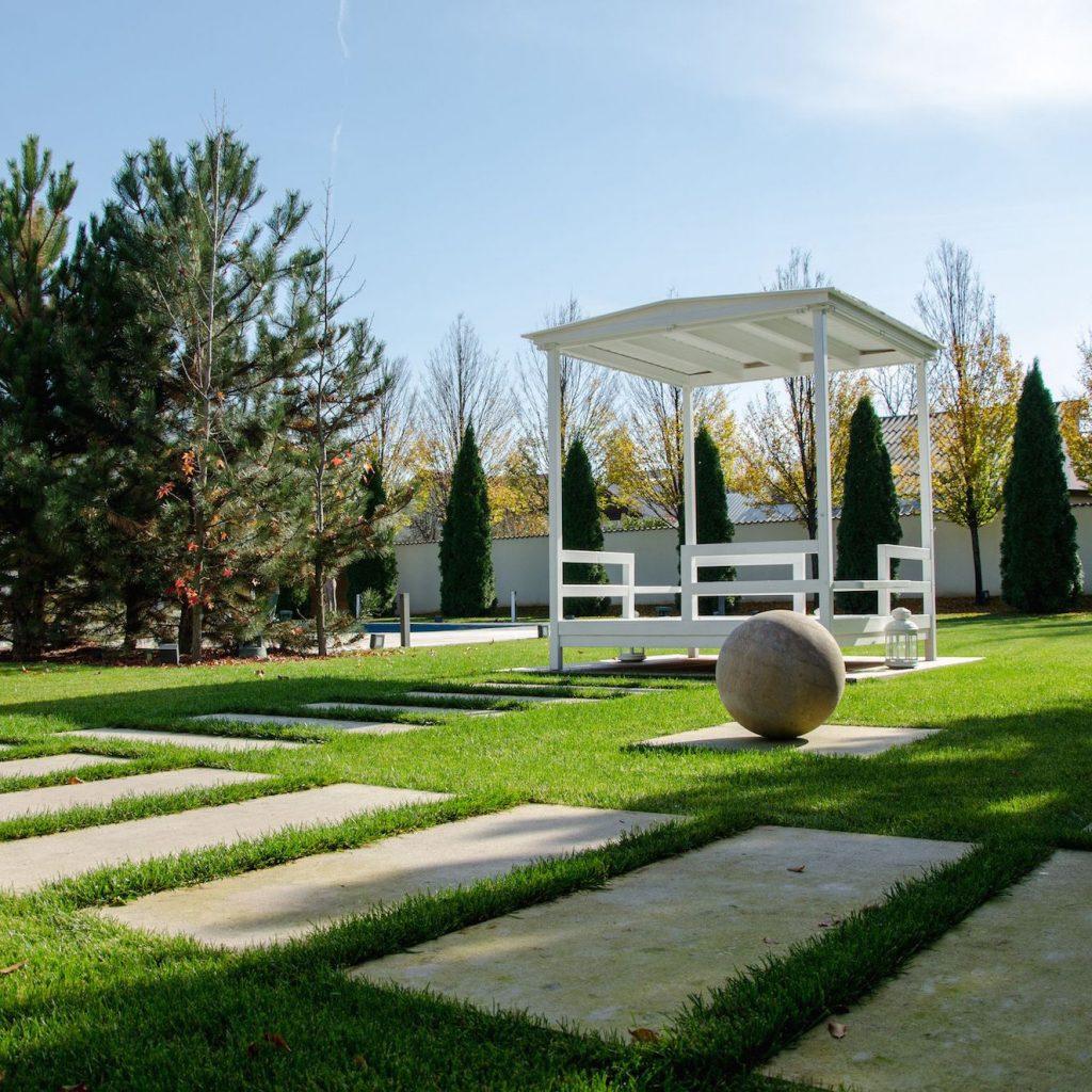 O gradina moderna amenajata in Corbeanca